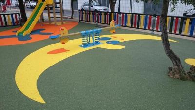 Parque infantil en El Almendro